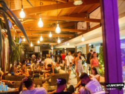 Chalet Le Hawaii Latin party
